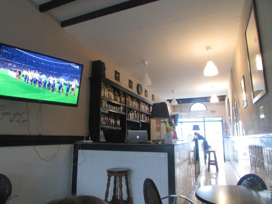Abbey Road Bar: watching the football