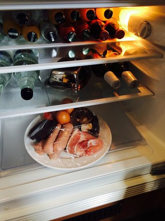 The Blue Rooms: Every man's ideal fridge - fry up ingredients and Stella.