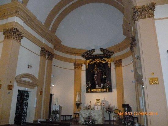 Parroquias de San Antonio de la Florida y San Pio X : Altar Mayor.