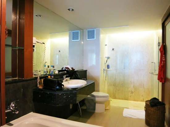 Katathani Phuket Beach Resort: Bathroom Junior Suite Thani Wing