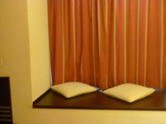 Hotel La Villa Resort: appoggio vicino finestra