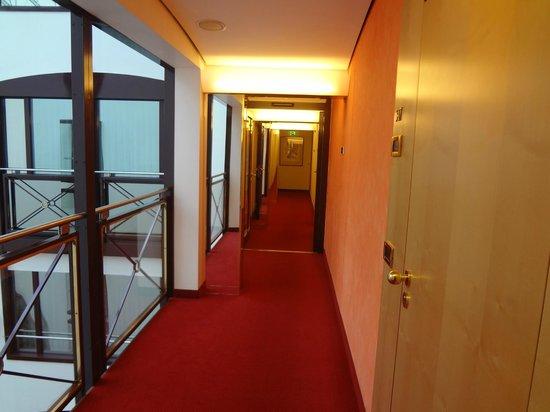 Derag Livinghotel Grosser Kurfürst : Corridoio 5 piano