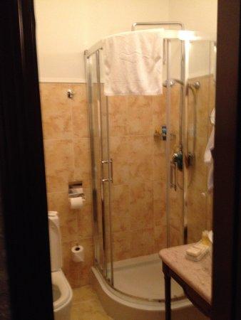 Hotel Ayvazovsky: Bathroom