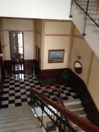 Hotel Ayvazovsky: Strairwell
