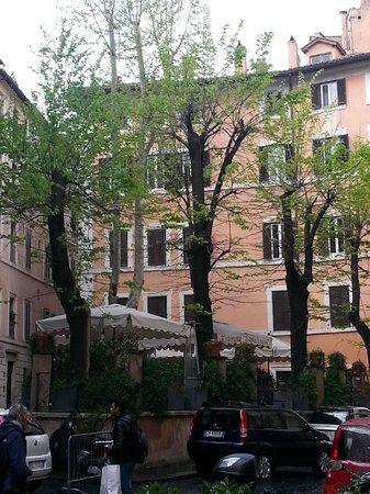 Santa Lucia Ristorante: terrasse entourée de beaux batiments