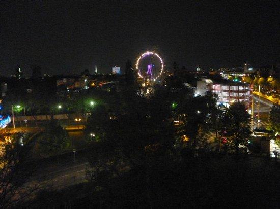 Motel One Wien-Prater: vista prater notturna