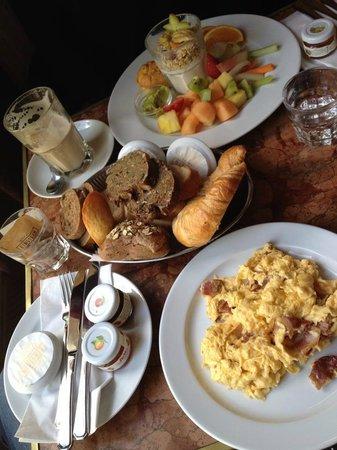 Cafe Einstein Stammhaus: Breakfast