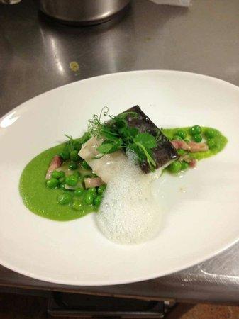 Hotel Particulier Restaurant : Pavé de cabillaud confit, petits pois à la française et son émulsion au lard Carte été 2013