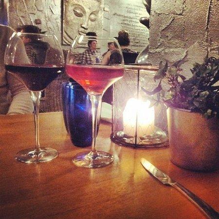 Village Inn: Huge wine glasses