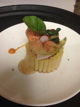 Hotel Particulier Restaurant : Timballe de macaronis, langoustines juste rôties chutney tomates galanga et jardinet de légumes