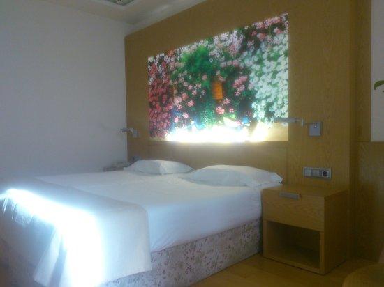 Nelva Hotel: cama