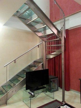 La Griffe Roma - MGallery By Sofitel: Escalier pour monter à la chambre