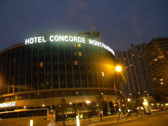 Hôtel Concorde Montparnasse : Hotel At Night