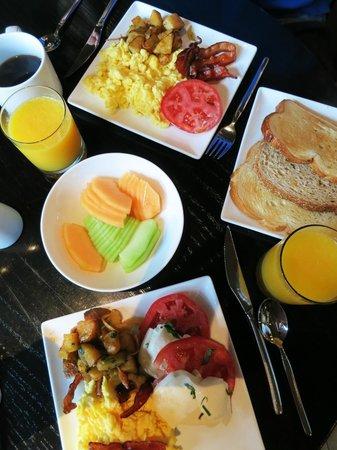 Kimpton Donovan Hotel: Breakfast
