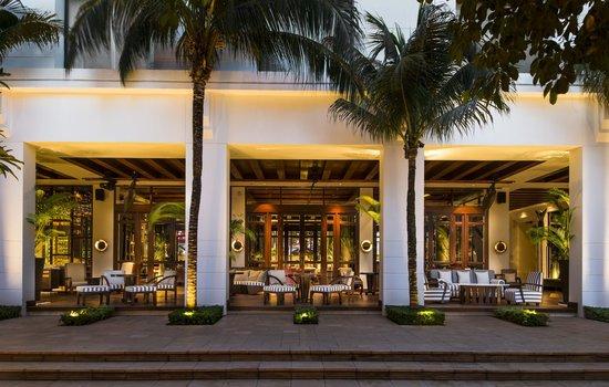 Park Hyatt Siem Reap: Outdoor Colonnade