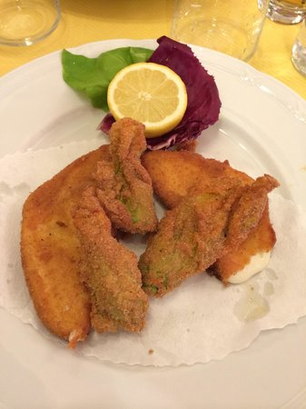 The Kitchen : Fried mozzarella and zucchini flowers