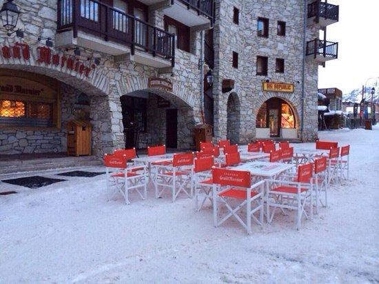 Creperie Au Grand Marnier: Boutique sur le front de neige