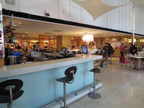 Ibis Singapore on Bencoolen: Bar & Restaurant