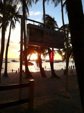 MarZon Beach Resort Boracay: Sunset view from inside of resort