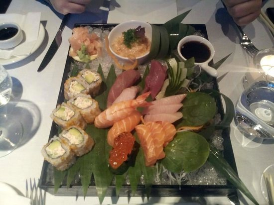 Minako at the Met Restaurant and Bar: sushi n sashimi