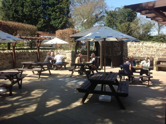The Baker's Arms: Our new beer-garden in the sun :)