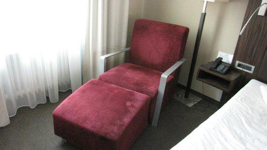 ACHAT Plaza Herzog am Dom: Кресло в номере