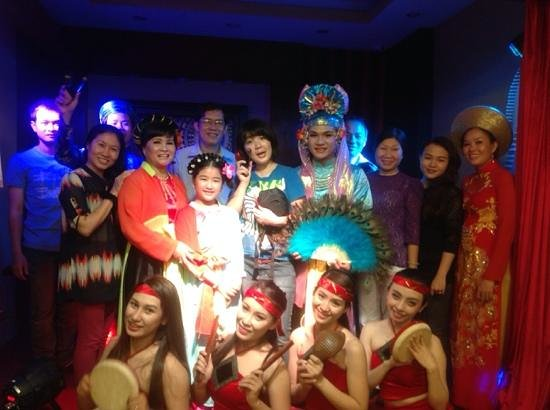The Touch of Masters' Hands: The Vietnamese Authentic Cultural Show: With Japanese audiences