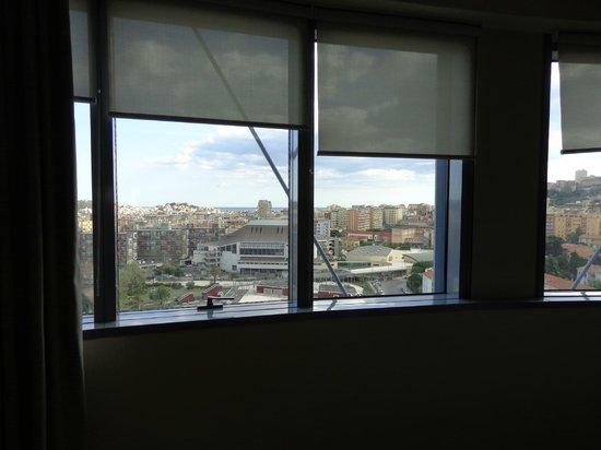 T Hotel: Amplias cristaleras con vistas muy buenas sobre Cagliari