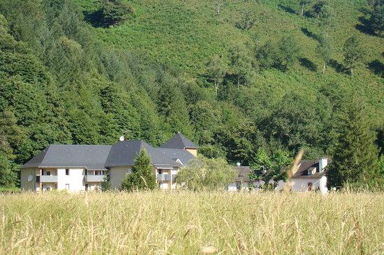 Logis Le Vieux Logis : Le vieux Logis se situe dans une vallée, sur les berges du Gave de Pau