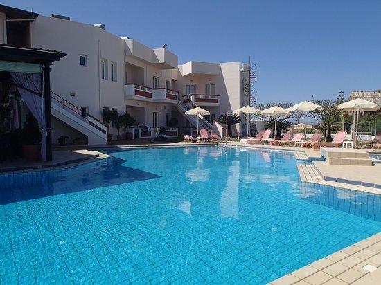 Hotel Jechrina: Pool and hotel