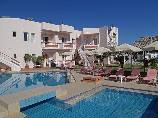 Hotel Jechrina: Children's pool and hotel