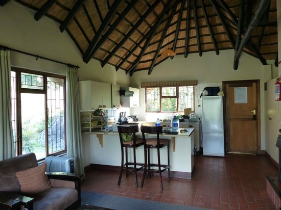 Thendele Hutted camp: Kitchen/living room