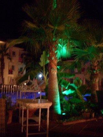Blue Lagoon : At night