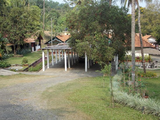 Kolavara Heritage Homestay: View of House from gate