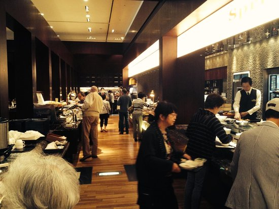 Hotel Granvia Kyoto: Portion of the main restaurant where buffet breakfast is served
