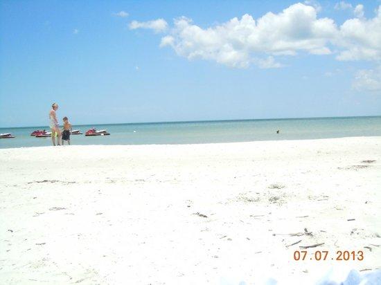 JW Marriott Marco Island: white sand