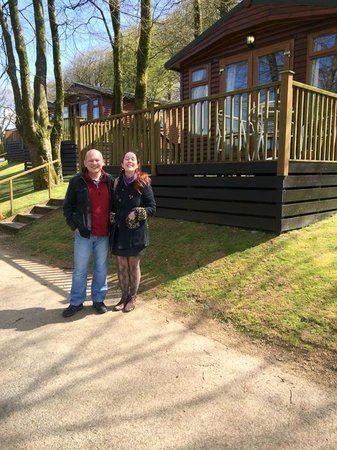 Juliots Well Holiday Park: Our magical log cabin! Doddy and Me