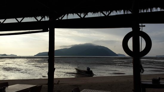 Friendship Beach Resort & Atmanjai Wellness Centre: Early morning view from restaurant