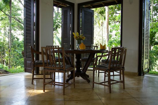 Kalahe House: Dining table overlooks paddy fields