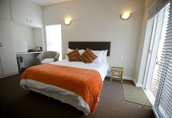 Small Bay Guesthouse: Orange Room