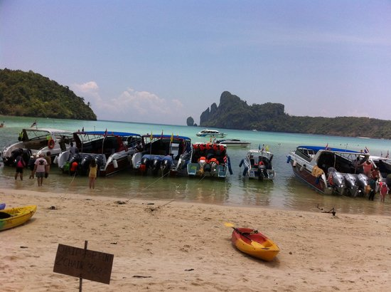Phi Phi Cruiser: Phi phi dirty beach