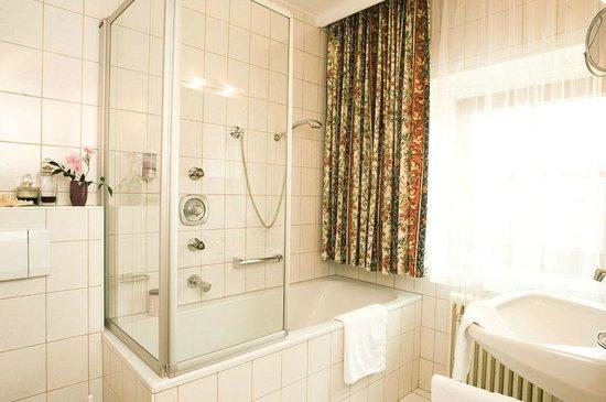 Badezimmer im Hotel Bierwirt