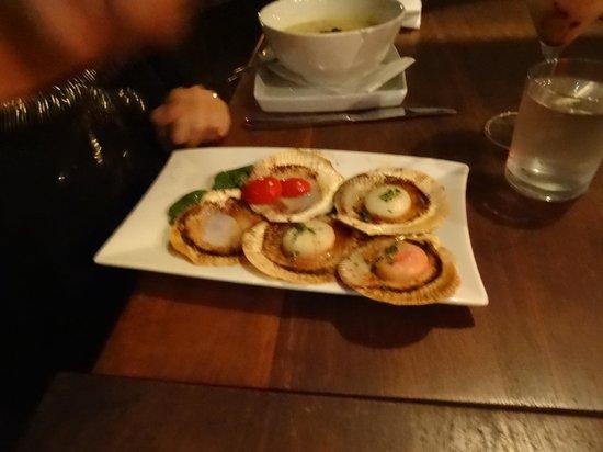 Angourie Rainforest Resort: Harvey Bay scallops