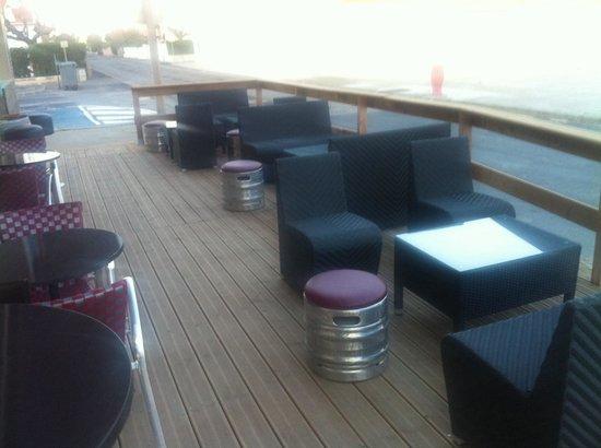 Restaurant le Bacchus des Karantes: ���� la terrasse face a la mer ����