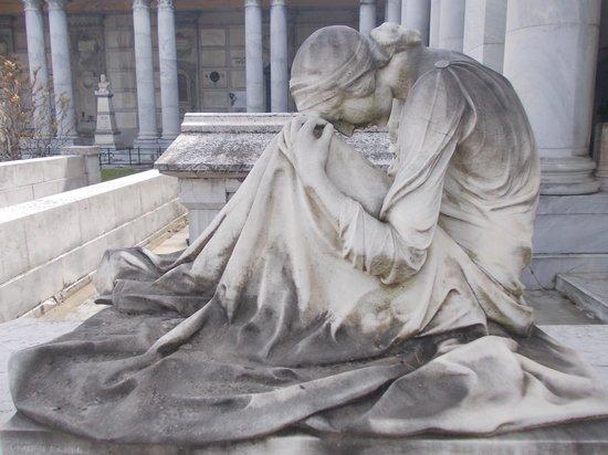 Resultado de imagen de Cementerio Certosa de Bologna, Italia