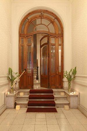 Rooney's Boutique Hotel: Entrance