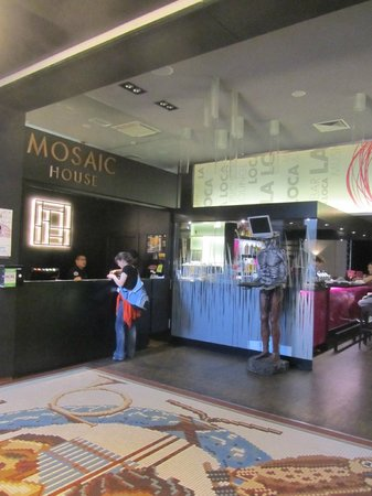 Mosaic House: Entrance, reception area, the bar La Loca in the back