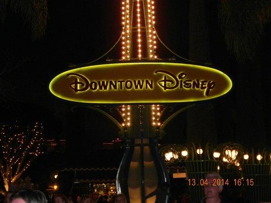 Clarion Hotel Anaheim Resort: Entrance To Downtown Disneyland