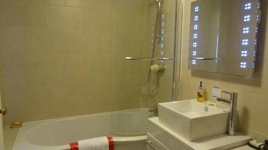 Chester House Hotel: Bathroom - Room 20