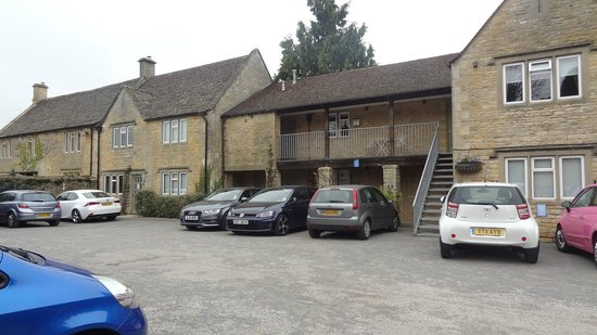 Chester House Hotel: Car park and hotel reception entrance